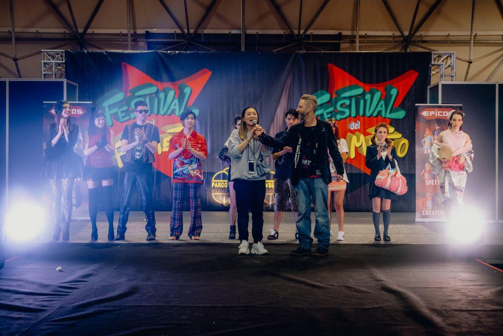 festival fumetto sfilata gruppo