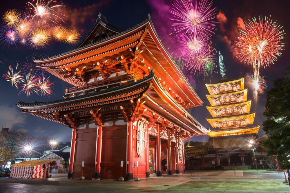 tempio fuochi d'artificio giappone